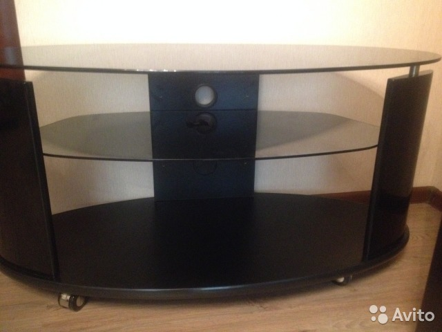 Тумбу под телевизор стеклянную