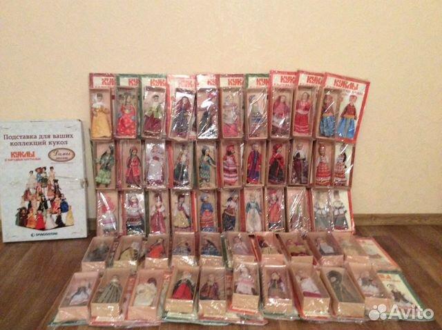 Куклы в народных костюмах 50 штук и подставка для